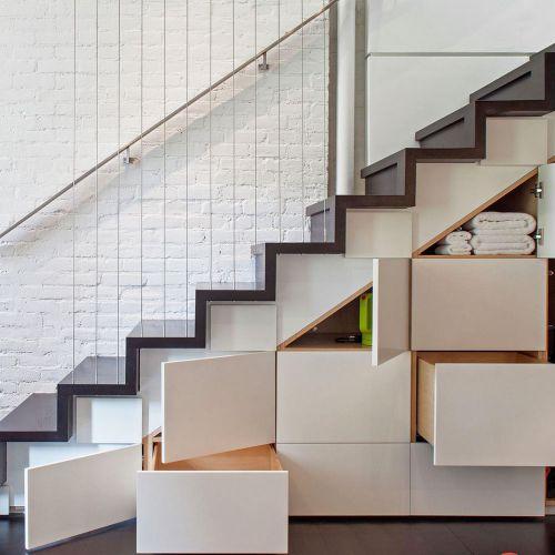 15 Inspirasi Kreasi Desain Lemari Bawah Tangga – Interinoz