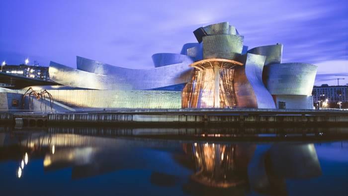 Guggenheim Museum Bilbao karya Frank Gehry