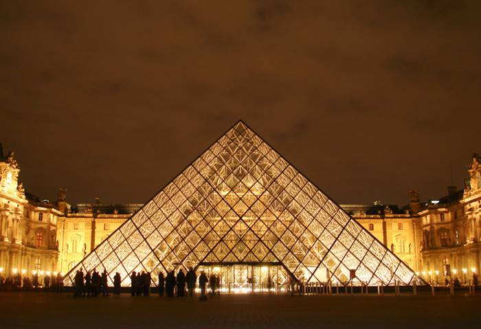 Le Grand Louvre Pyramid karya Ieoh Ming Pei
