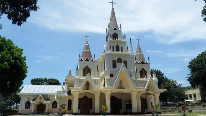 Gereja Reinha Rosari - Arsitektur Gereja Terindah dan Tertua di Indonesia