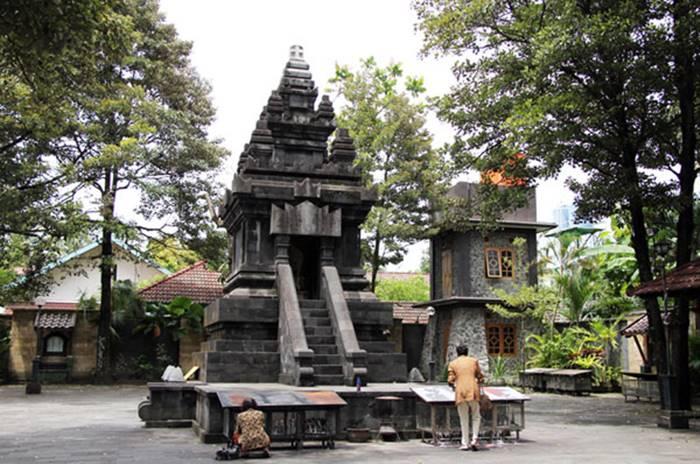 Candi Hati Kudus - Desain Arsitektur Gereja Terindah & Tertua di Indonesia