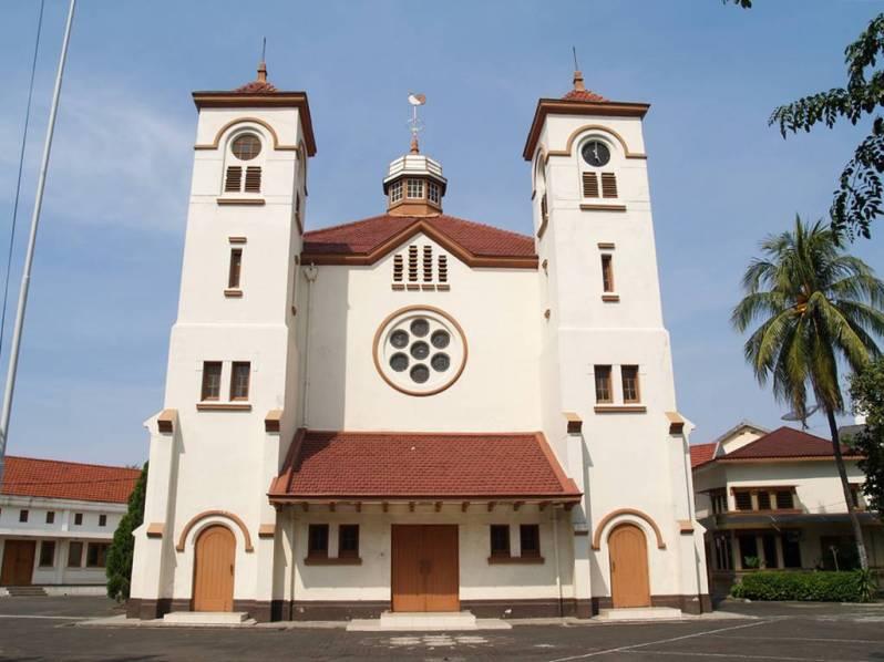 Gereja Ayam - Desain Arsitektur Gereja Terindah & Tertua di Indonesia