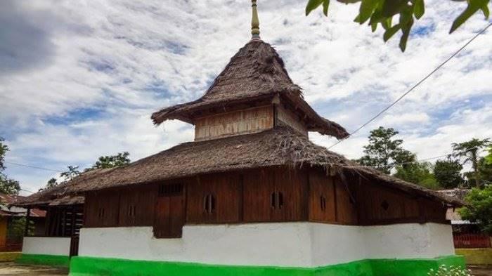 Masjid Wapauwe Tertua di Indonesia