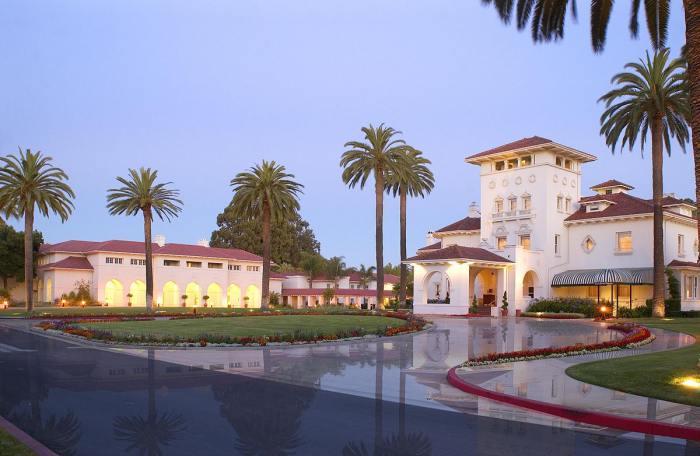 Hayes Mansion - Rumah dengan Desain Arsitektur Mediterania