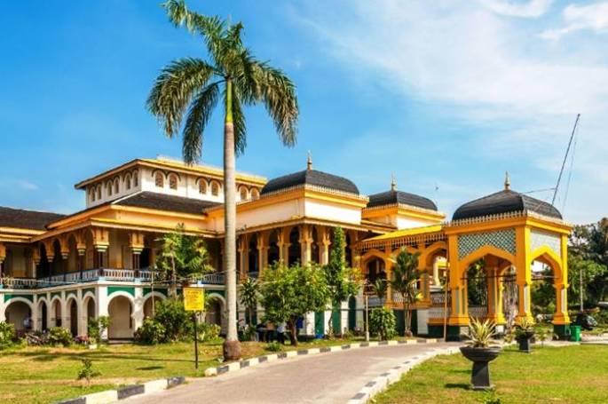 Istana Maimun Arsitektur Bangunan Bersejarah