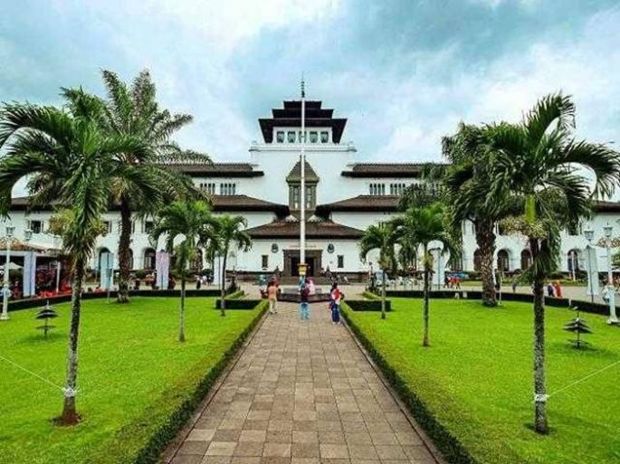 Arsitektur Bangunan Bersejarah di Indonesia - Gedung Sate