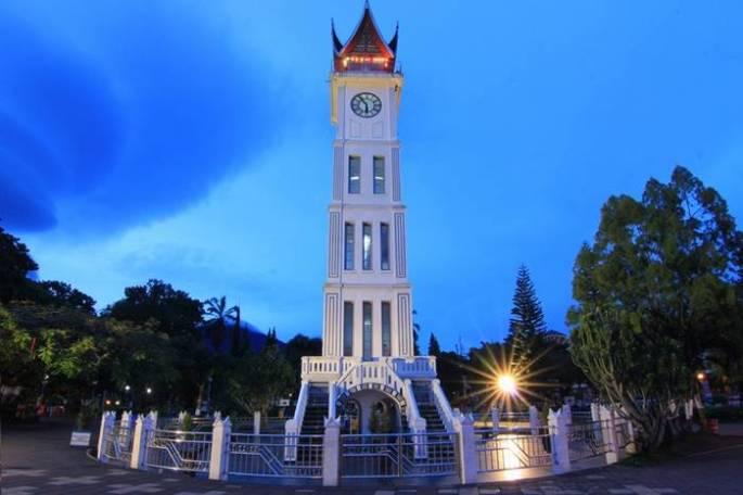 Arsitektur Bangunan Bersejarah di Indonesia Jam Gadang