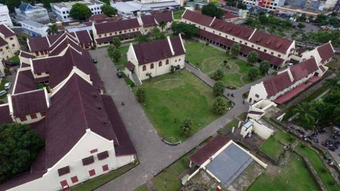 Arsitektur Bangunan Bersejarah di Indonesia Fort Rotterdam