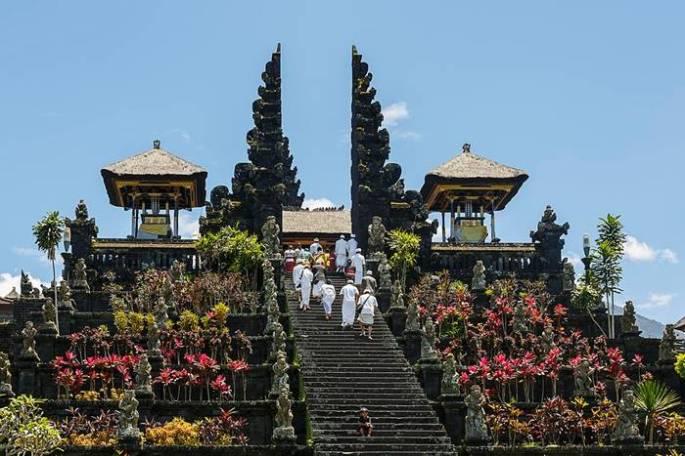 pera besakih - arsitektur bangunan bersejarah di Indonesia